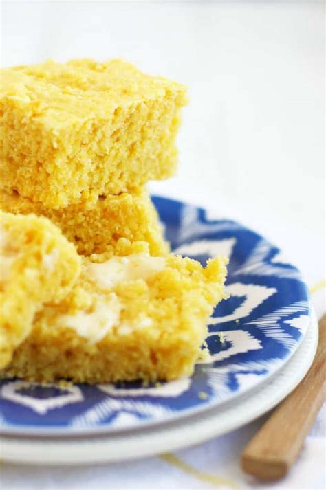 Vegan cornbread, so soft, moist and fluffy, perfect for serving with soups, stews, and chilies! The Best Vegan Cornbread. - The Pretty Bee