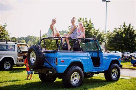 ford early bronco fiberglass grabber blue