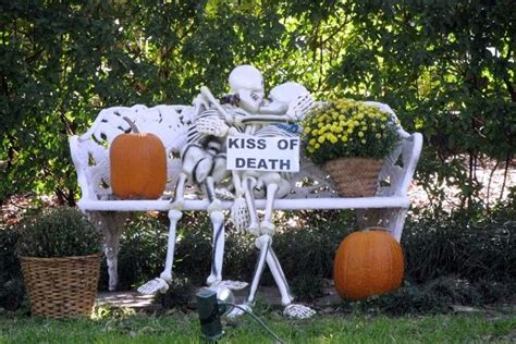 Fall Kitchen Decorating Ideas - indoor outdoor halloween skeleton decorations ideas