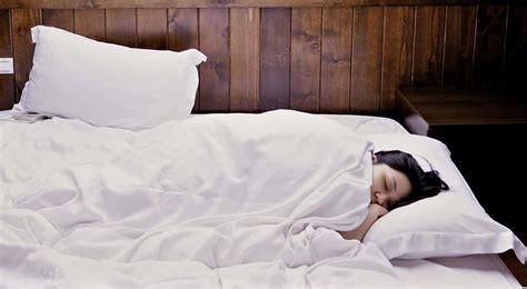 Cuscino Di Piume Come Lavare I Cuscini Di Piume Farlofacile