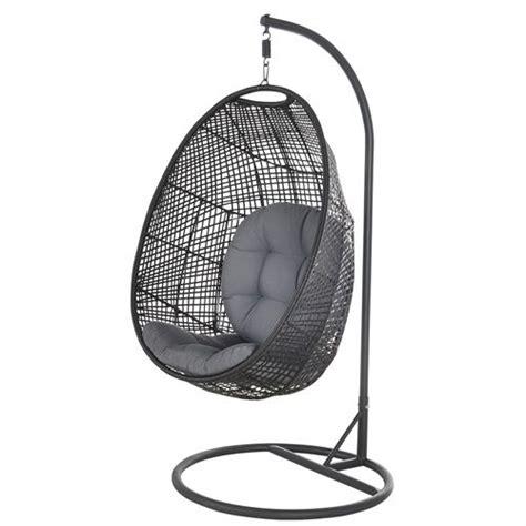 chaise suspendue jardin 1000 idées à propos de chaise suspendue sur