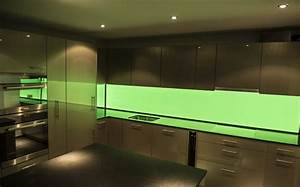 Küchenrückwand Glas Beleuchtet : k chenr ckwand homogen hinterleuchtetes glas mit led beleuchtung ~ Frokenaadalensverden.com Haus und Dekorationen