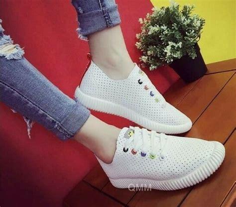 jual sendal sepatu kets putih polos sepatu flat shoes sneakers boots heel wedges flat lucu di