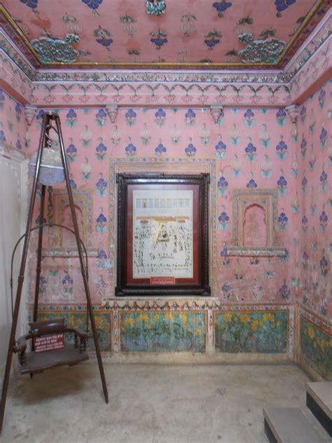 painted room udaipur palace rajasthan india charming