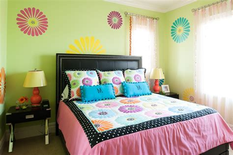 Teenage Girl Bedroom With Modern Decor Also Yellow Wall Paint And Leather Headboard Modern