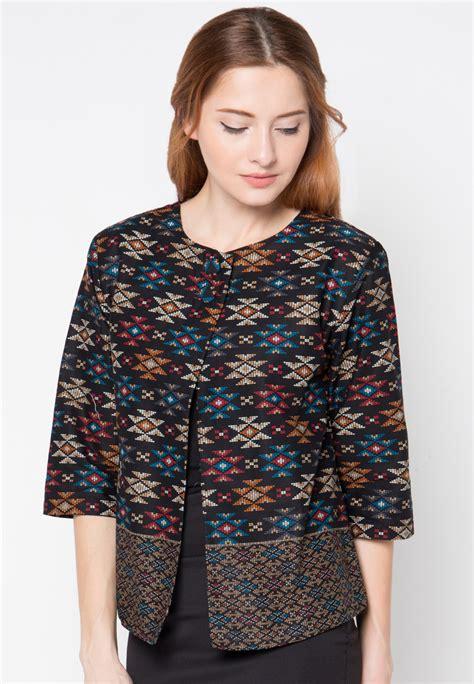 trend baju kerja batik wanita tahun ini baju batik kantor