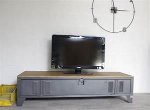 Casier Industriel Metal : vestiaire transform en meuble tv industriel metal et bois ~ Teatrodelosmanantiales.com Idées de Décoration