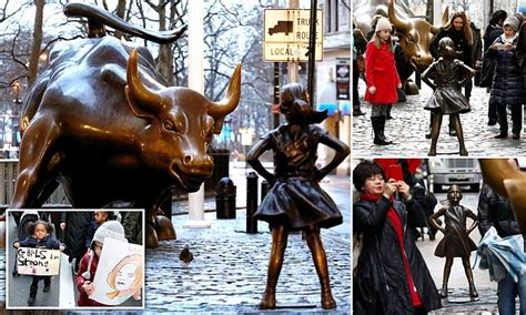 Statue Put Front Wall Street Bull For Iwd