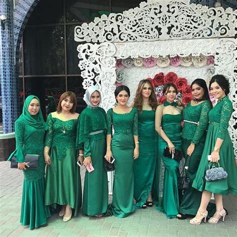 inspirasi warna emerald green  membuat penampilan kamu