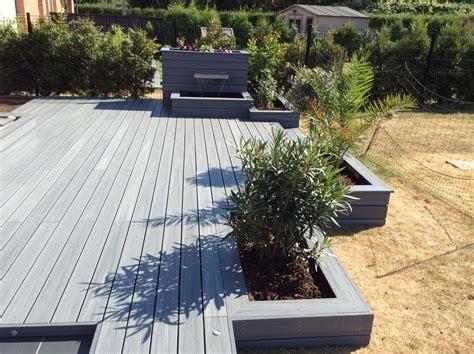terrasse composite avec jardiniere