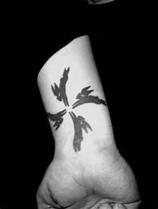 92 best Tattoo inspo images on Pinterest | Polynesian ...