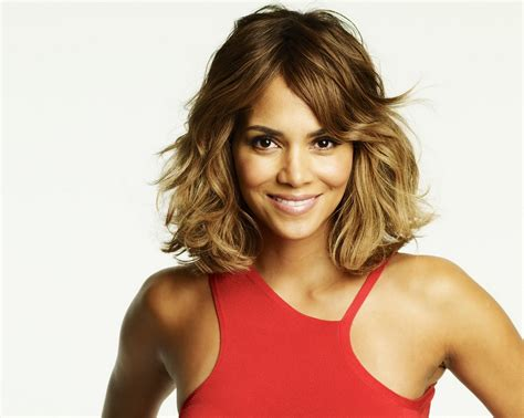 30 Sexy Halle Berry Hairstyles