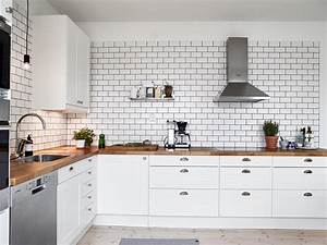 A white tiles, black grout kind of kitchen - COCO LAPINE