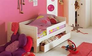 Chambre Enfant Alinea : tapis chambre fille photo 2 10 un joli tapis rose dans une chambre de fille ~ Teatrodelosmanantiales.com Idées de Décoration