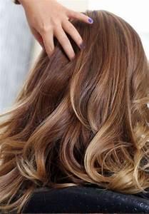 Cheveux Couleur Caramel : coiffure brune avec meche blonde ~ Melissatoandfro.com Idées de Décoration