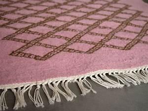 plus de 1000 idees a propos de tapis berbere kilim pour With tapis kilim avec jeté de canapé rose