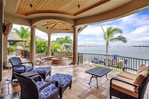 Tropical Home Style : Tropical House Design And Decor Ideas #