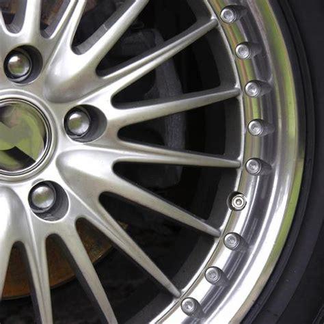 nettoyer les sieges de voiture astuces pour un véhicule comme neuf ooreka