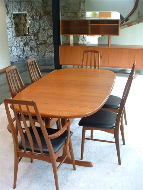 oval dining table and chairs furniture dining room contemporary oval table for modern