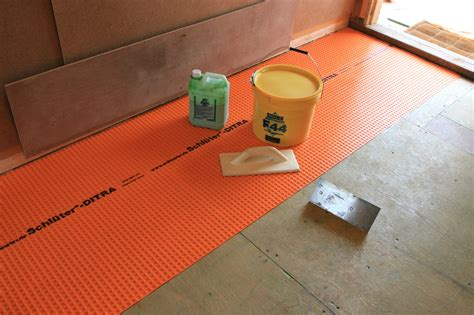 floor preparation for tiling the log house floors