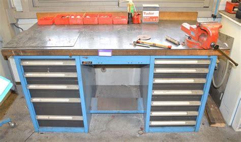 vente de cuisine d exposition parolai vidmar meuble etabli a deux caissons de chaque cote a 5 et 7 tiroirs on y joint un etau fac