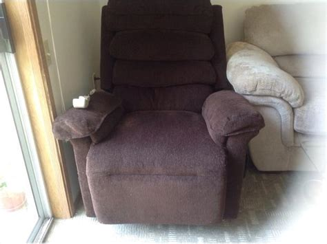 Lazy Boy Power Lift Recliner by Lazy Boy Power Lift Recliner Chair Saanich