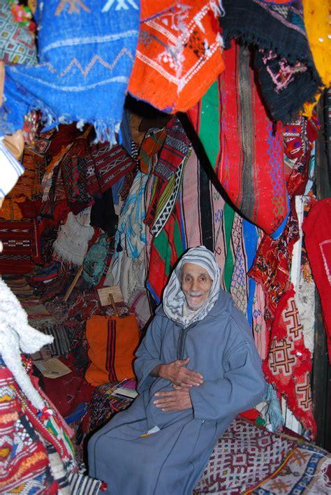 venditore di tappeti venditore di tappeti viaggi vacanze e turismo turisti