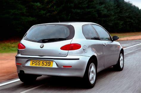 Alfa Romeo 147 Hatchback Review (2001