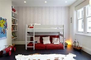 Deco chambre enfant 77 idees qui vont vous inspirer for Tapis rouge avec canape lit chambre enfant