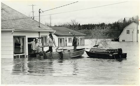Home Owners In Flood-stricken Field; Ont.; Salvage What