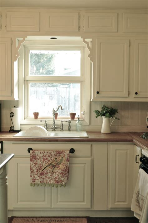 trim around kitchen cabinets our home before 39 s and after 39 s our kitchen remodel
