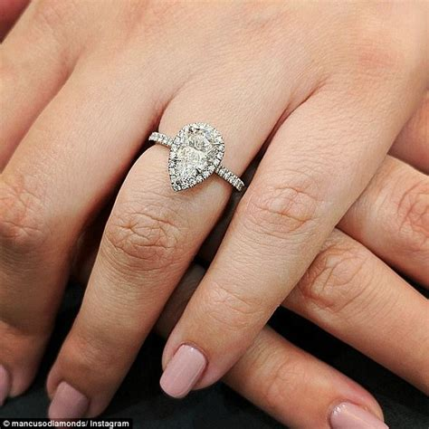 expert on how to the engagement ring