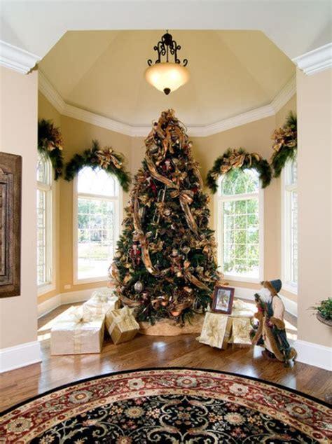 ways  decorate  pine boughs
