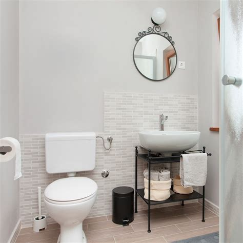 small bathroom ideas    big impact family