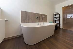 Freistehende Badewanne Holz : bad referenzbad marmor und holz freistehende badewanne armatur nowak gmbh bergisch gladbach ~ Yasmunasinghe.com Haus und Dekorationen