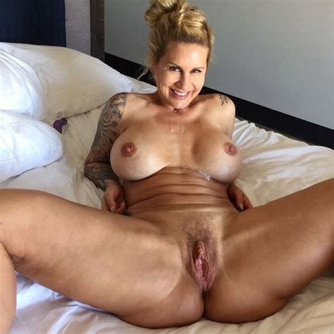 Favorite Sexy Mature Bitch Pics
