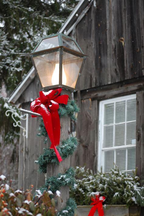 tasteful christmas decorations   landscape