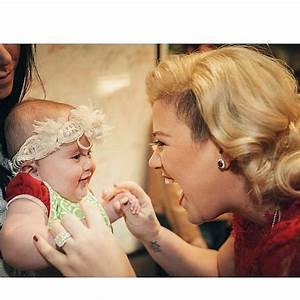 Kelly Clarkson Takes Her Baby Girl to See Santa, and It's ...