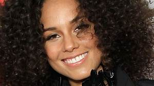 Alicia Keys Shows Off Fresh Face Freckles For 39Vanity Fair39