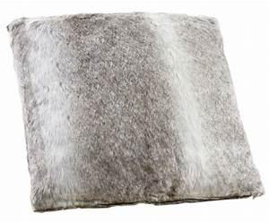 Coussin Fourrure Blanc : coussin gris fausse fourrure ~ Teatrodelosmanantiales.com Idées de Décoration