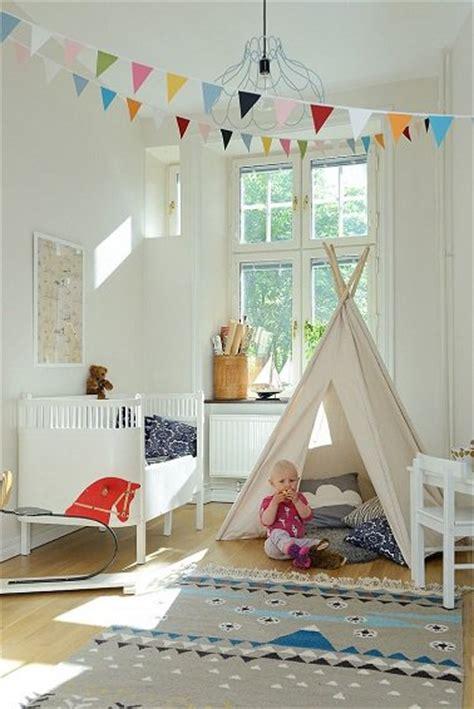 deco chambre indienne chambre bebe fille avec tipi et peinture blanche