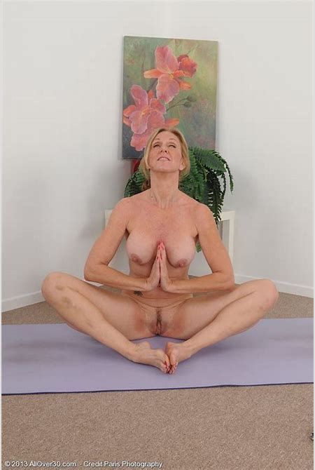 50 year old blonde housewife Jenna Covelli practicing naked yoga - jen012002006933009