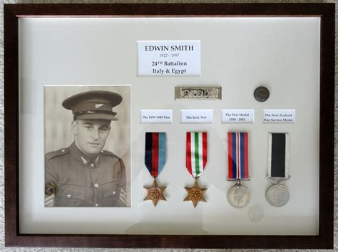 how to display file edwin smith war medal display jpg wikimedia commons