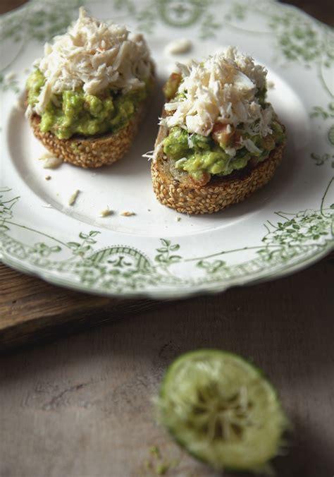 cuisiner le crabe tartine de guacamole au crabe recette