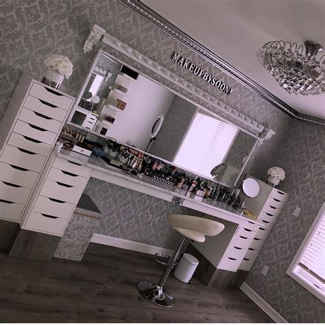 does home interiors still exist omg does this even exist congrats home decor meuble maquillage coiffeuse meuble et