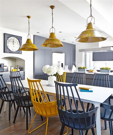 More and more modern kitchens feature breakfast bars which often replace the traditional dining area that used to have a dining table. Kitchen lighting ideas - Great ways for lighting a kitchen