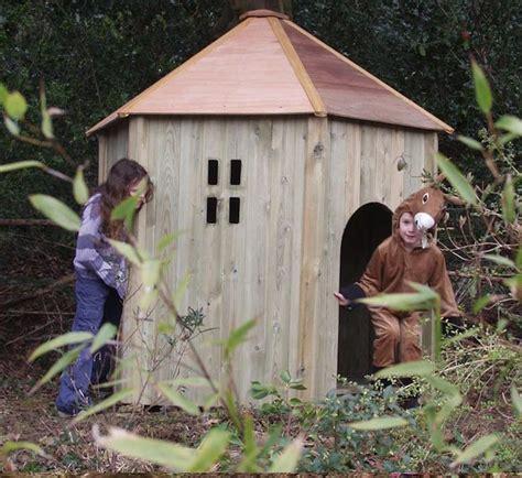 cabane jardin pas cher maisonnette en bois enfant 60 jolies demeures pour les petits archzine fr
