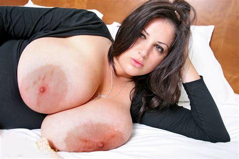 Tumbex Finest Huge Tits Busty Deelite