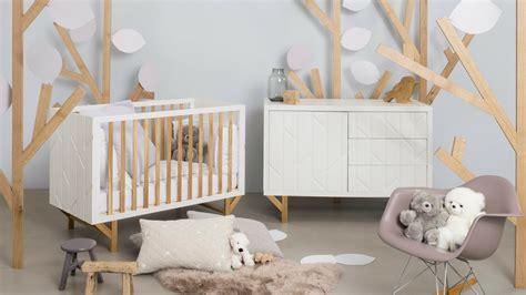 chambre bébé colorée quelle déco pour une chambre de bébé mixte