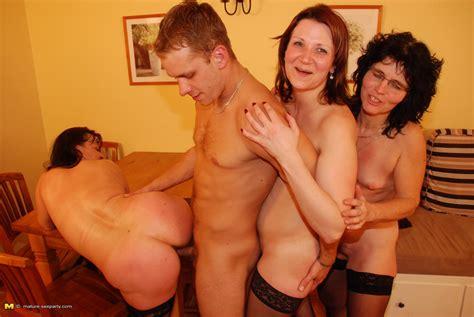 three mature sluts sucking and fucking one dude